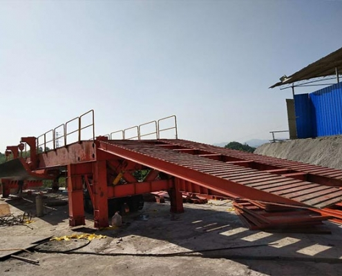 Crawler Hydraulic inverting bridge formwork