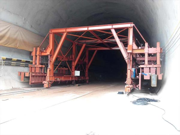 Tunnel formwork channel